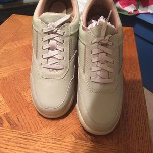 New in Box Rockport 71/2 M women's shoes